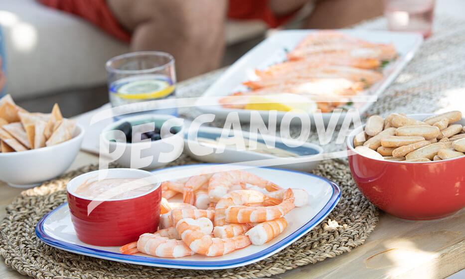 Brochetas de Mar y vegetales con crujiente de Anguriñas
