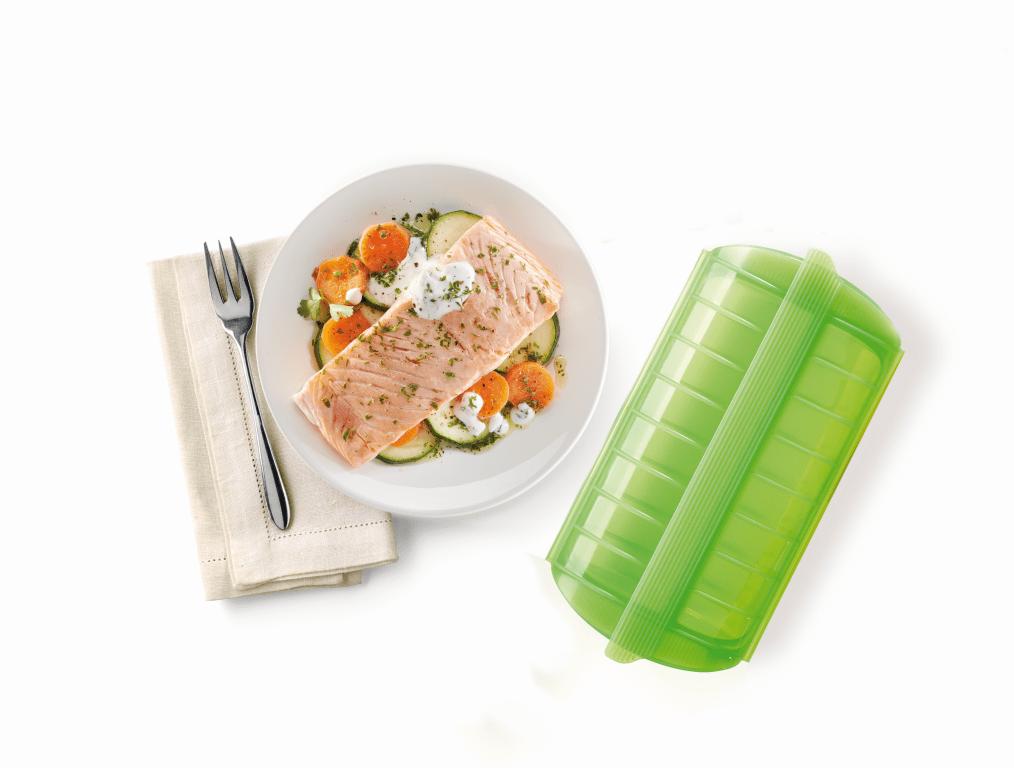 Salmón con verduras y salsa de yogur