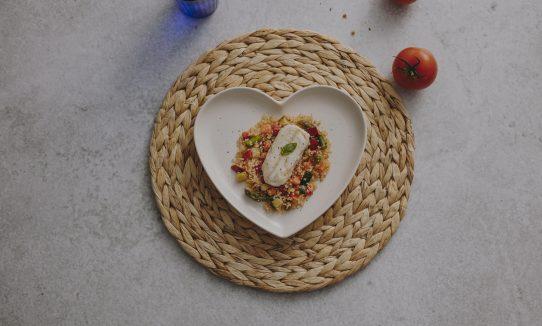 Merluza con quinoa y verduras salteadas